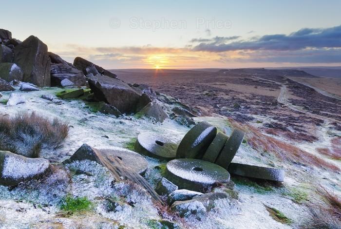 Stanage Edge | Millstones in Winter | Location Peak District