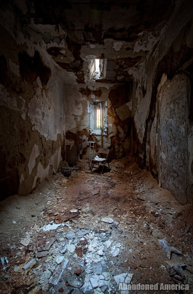 Decayed cell, Holmesburg Prison, Philadelphia PA | Abandoned America by Matthew Christopher