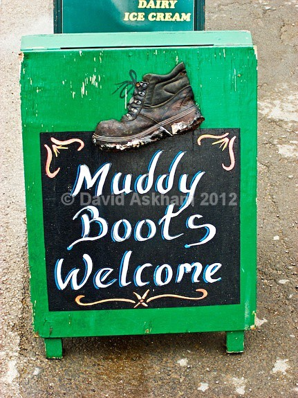 Muddy boots - Humour