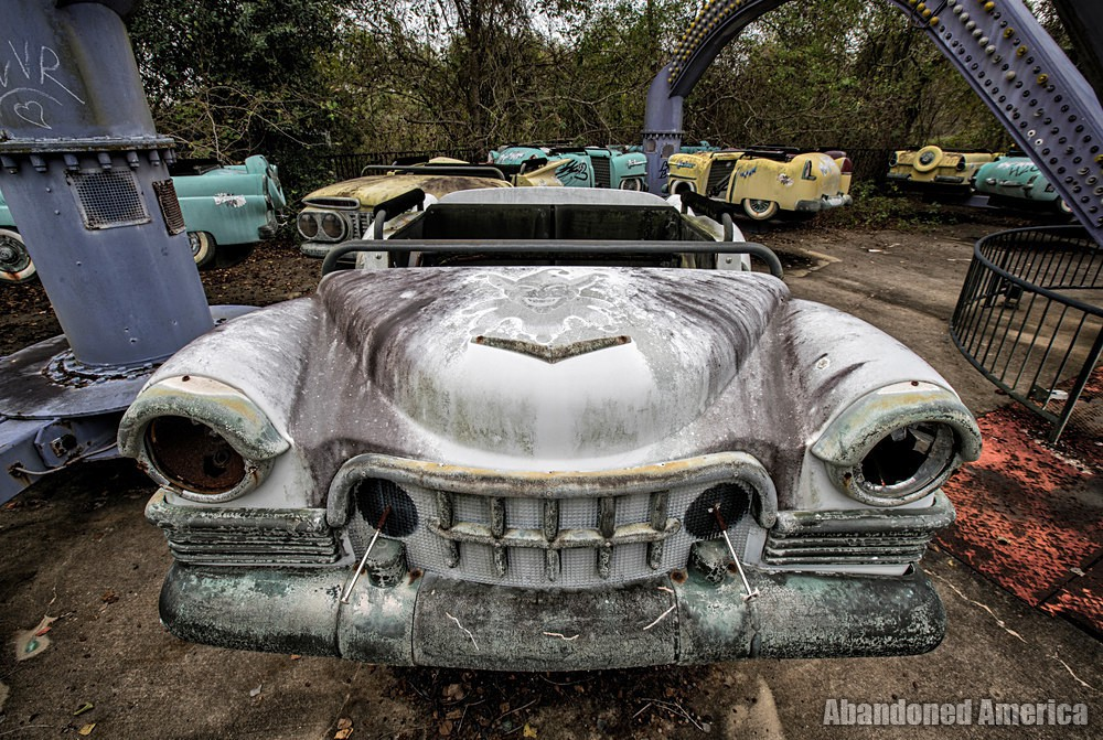 Six Flags (New Orleans, LA)   Joker's Jukebox Car Grill - Six Flags New Orleans