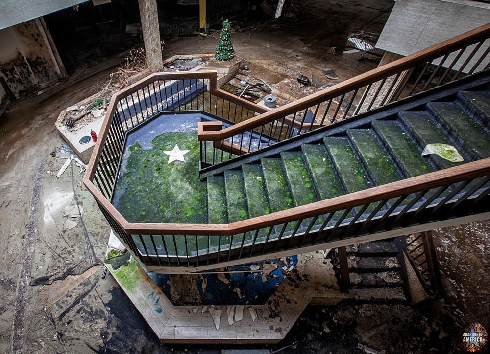 Randall Park Mall (North Randall, OH)   Moldy Stairs - Randall Park Mall