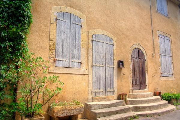 loumarin blue shutters - Provence