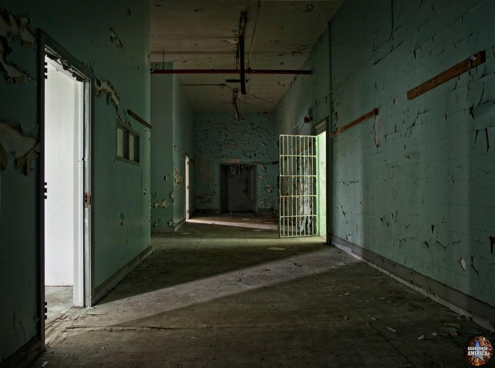 Essex County Jail Annex (Caldwell, NJ) | Admin Hallway - Essex County Jail Annex