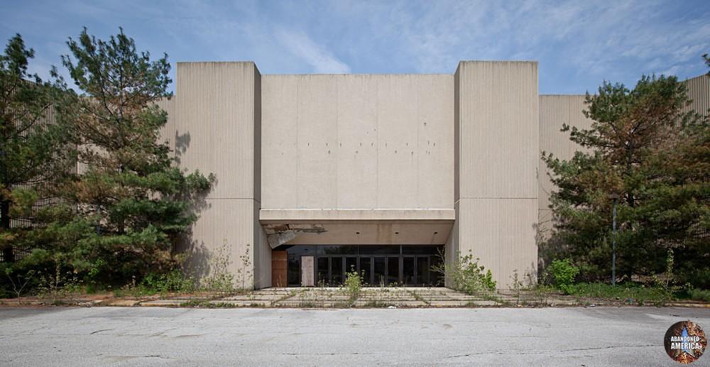 Randall Park Mall (North Randall, OH) | Concrete Mausoleum - Randall Park Mall
