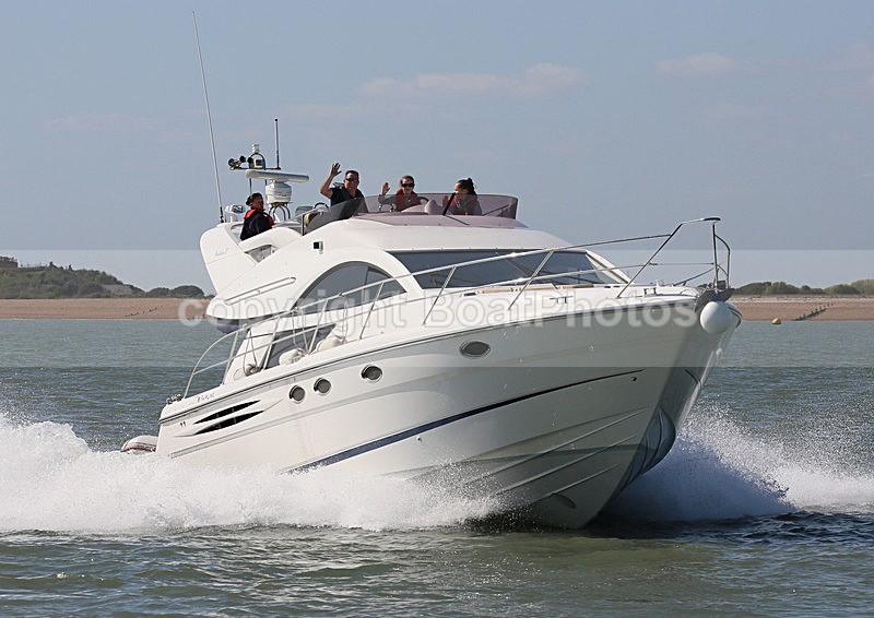 140413 GEORGIES GIRL FAIRLINE PHANTOM 43 WT7A6006 - Flybridge Cruisers