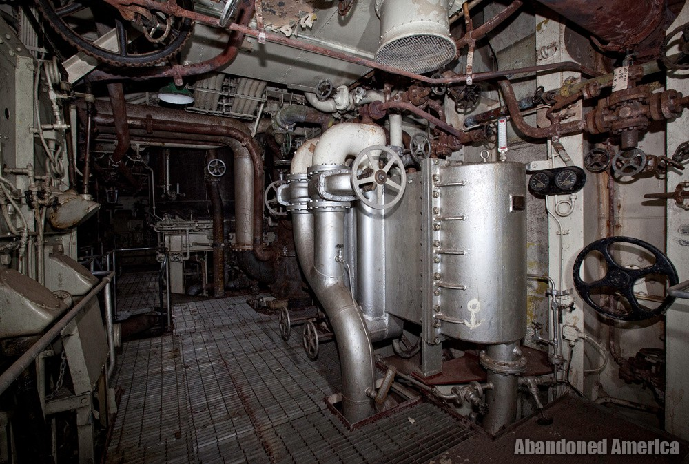 Engine Room Darkness | SS United States (Philadelphia, PA) - SS United States