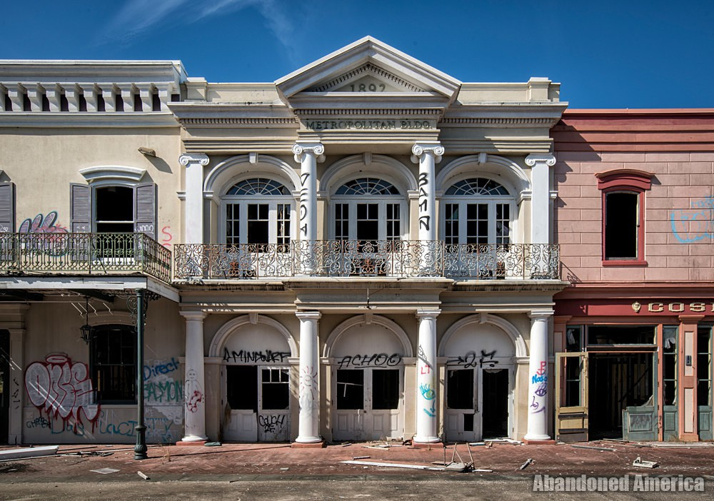 Six Flags (New Orleans, LA) | Main Street Metropolitan Building - Six Flags New Orleans