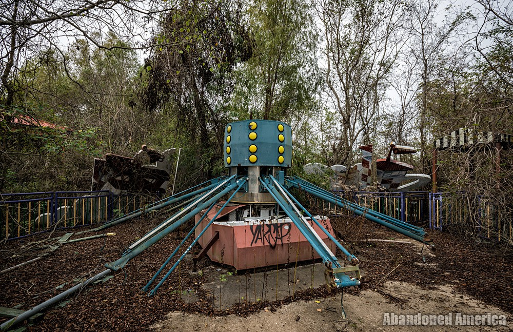Six Flags (New Orleans, LA) | Bugs Bunny Barnstormers Ride - Six Flags New Orleans