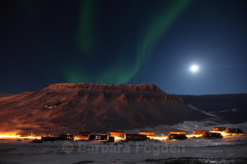 Northern light over Nybyen - Polar night