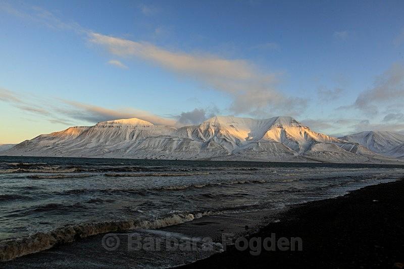 Hiortfjellet 2635 - Colours of Svalbard