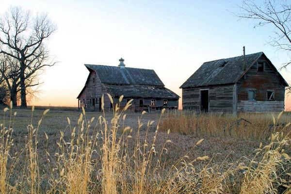 Lyon County Barn 4 - Barns & Remnants