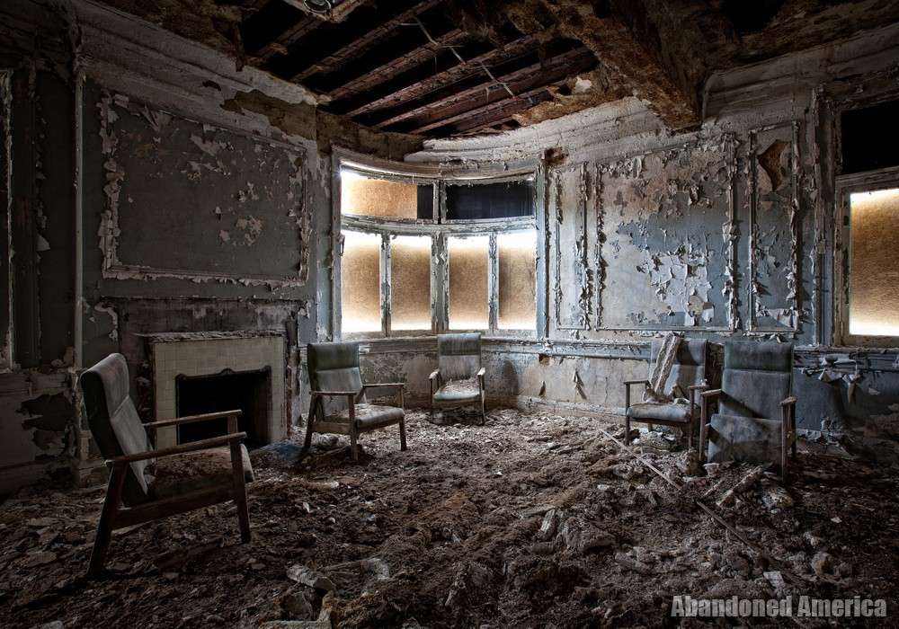 sitting room - New Castle Elks Lodge