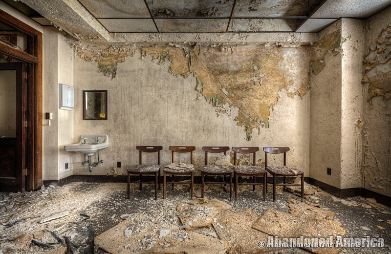 Abandoned doctor's office - Matthew Christopher's Abandoned America