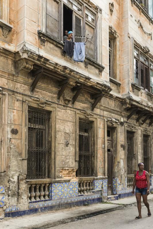 watching - Cuba