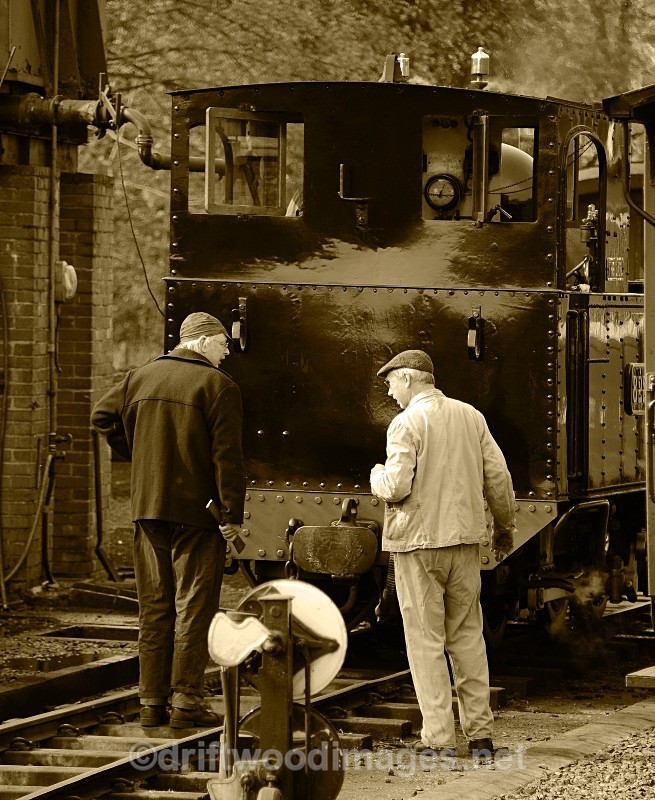 WLLR preparing The Earl for Bank Holiday service - The Welshpool & Llanfair Light Railway