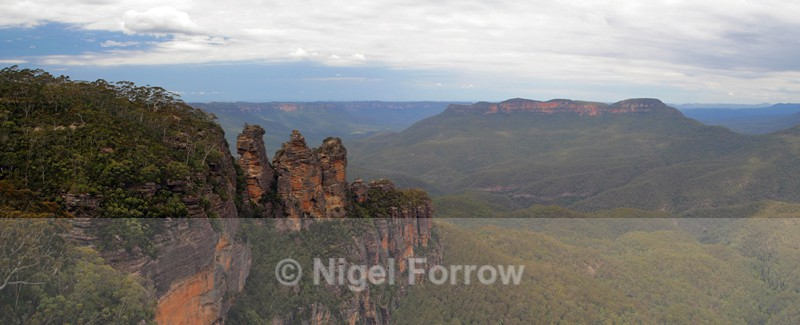 The Three Sisters & Mount Solitary - Australia