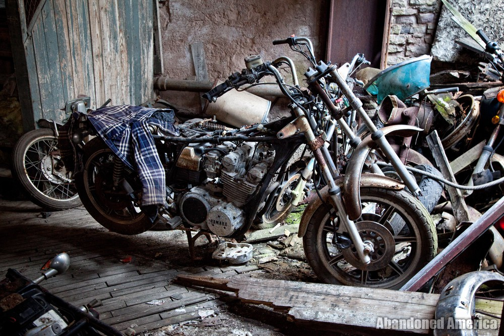 Kohl's Motorcycle Graveyard (Lockport, NY) | Yamaha Wearing a Flannel - Kohl's Cycle Sales