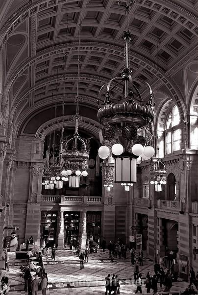 Kelvingrove Main Hall - Black and White