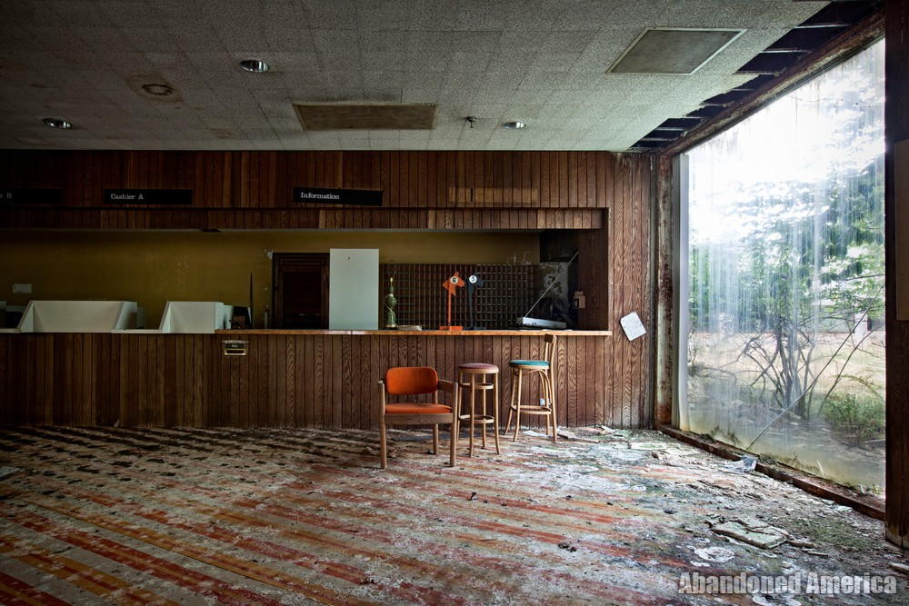 Harmony House Resort - Photographs by Matthew Christopher Murray of Abandoned America