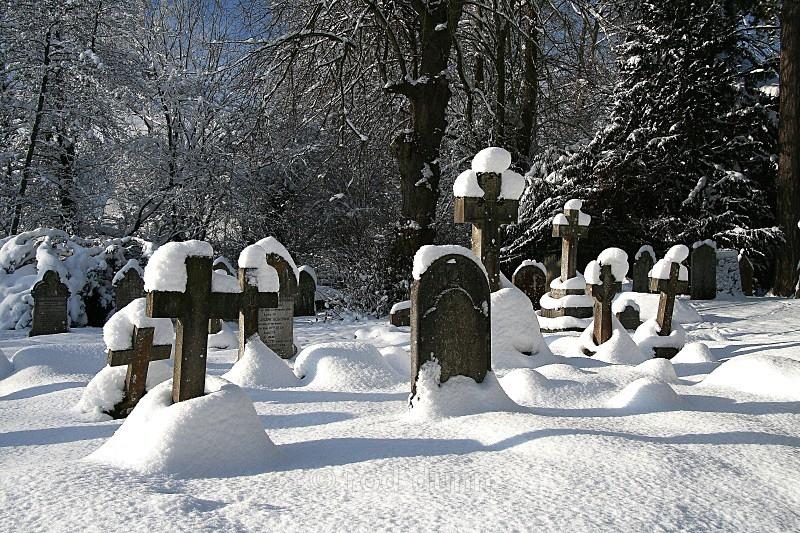 St Helens graveyard, Darley Dale - Peak District
