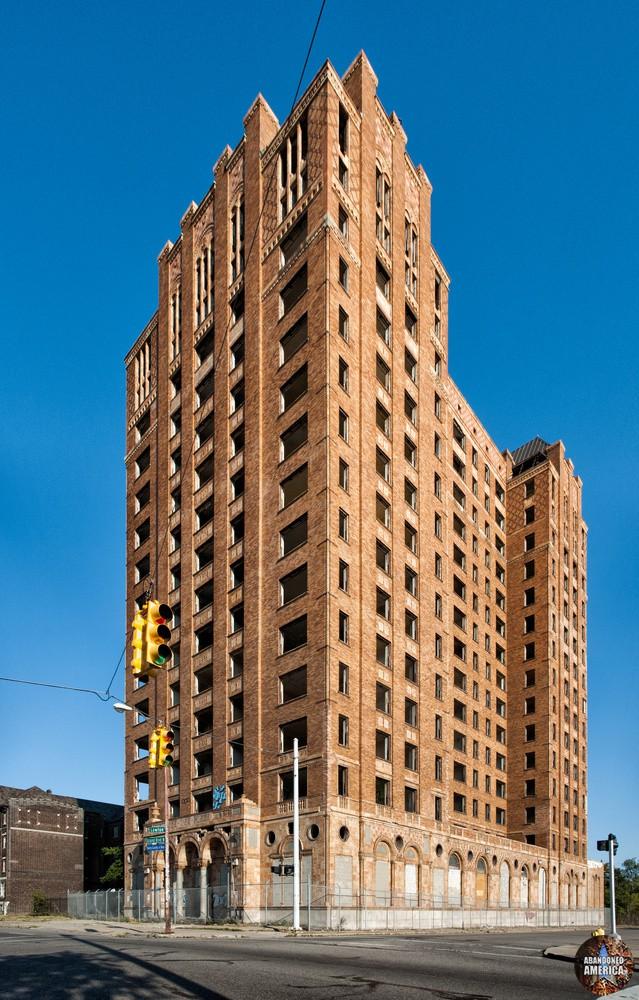 Lee Plaza Hotel (Detroit, MI)   Stretched - Lee Plaza Hotel
