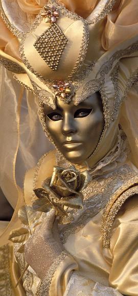 Nadine in Gold - Venice
