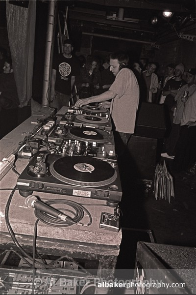 04 - DJ Q Bert @ Sankeys Soap 09.07.02