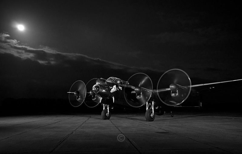 A bombers moon..... - The Lure of the Sky