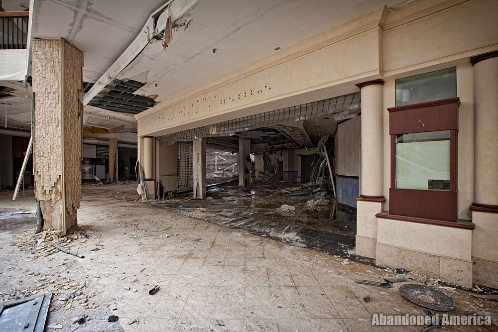 Randall Park Mall (North Randall, OH) | Shattered Storefront - Randall Park Mall