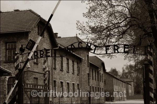 Auschwitz entrance main 4 sepia - Auschwitz/Birkenau