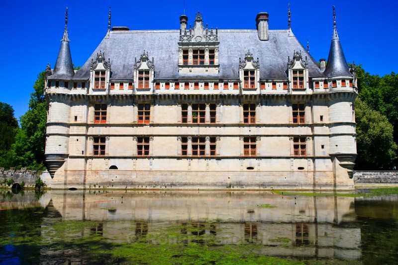 Chateau d'Azay-le-Rideau - Ruins and Not So Ruined