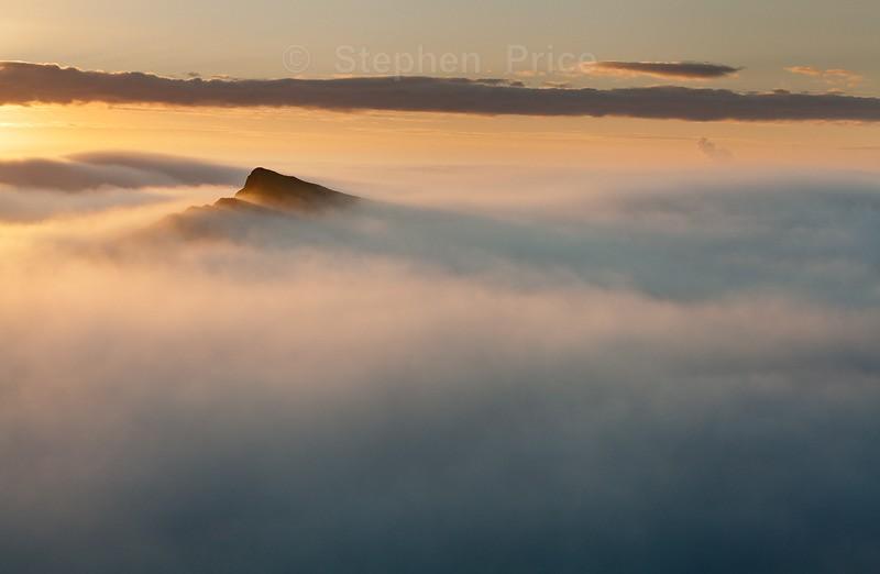 Mist Morning over Chrome Hill | Derbyshire Peak District Photo