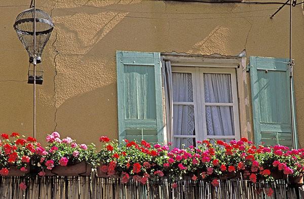 moustiers-ste-marie window - Provence
