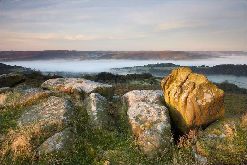 Knuckle Stone on Carr Head Rocks - Peak District | Dark Peak