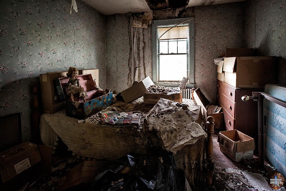 Catskill Game Farm (Catskill, NY) | Decayed Bedroom - Catskill Game Farm