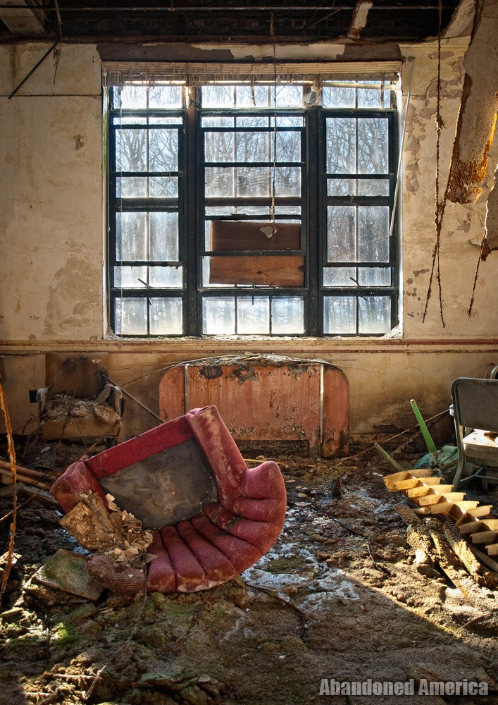 Undercliff Sanatorium (Meriden, CT) | Red Chair - Undercliff Sanatorium
