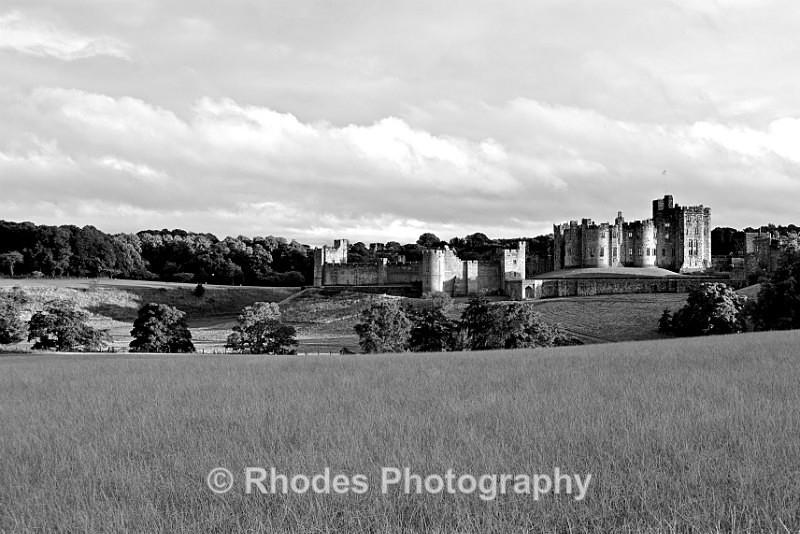 Alnwick Castle b&w - Landscape Shop