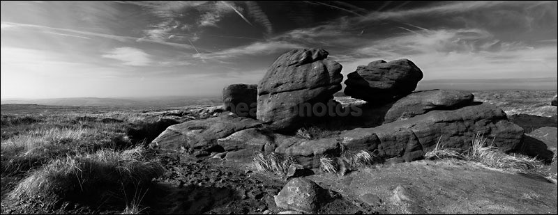The Kissing Stones - Peak District | Dark Peak