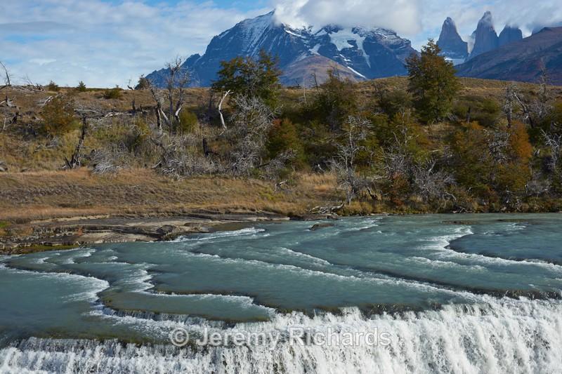 Cascada Paine - Torres del Paine National Park