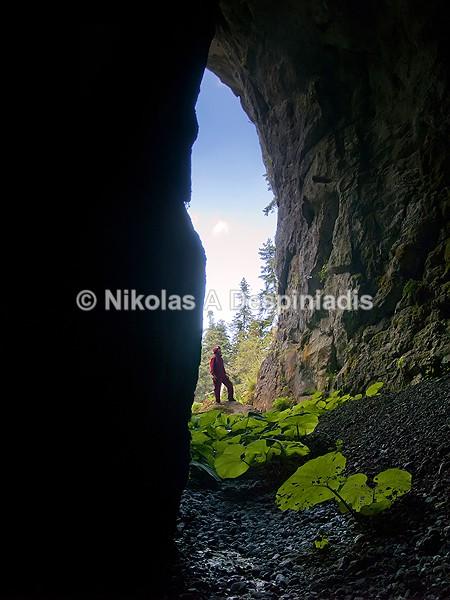 Εξοδος υπόγειου ποταμού Ι Exit of underground river - Σπήλαια I Caves