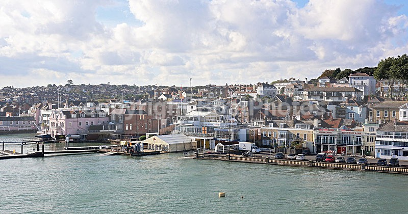 141007 COWES WATERFRONT WT7A8001 - Waterside Property