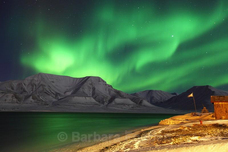 Northern light over Hiorthfjellet - Polar night