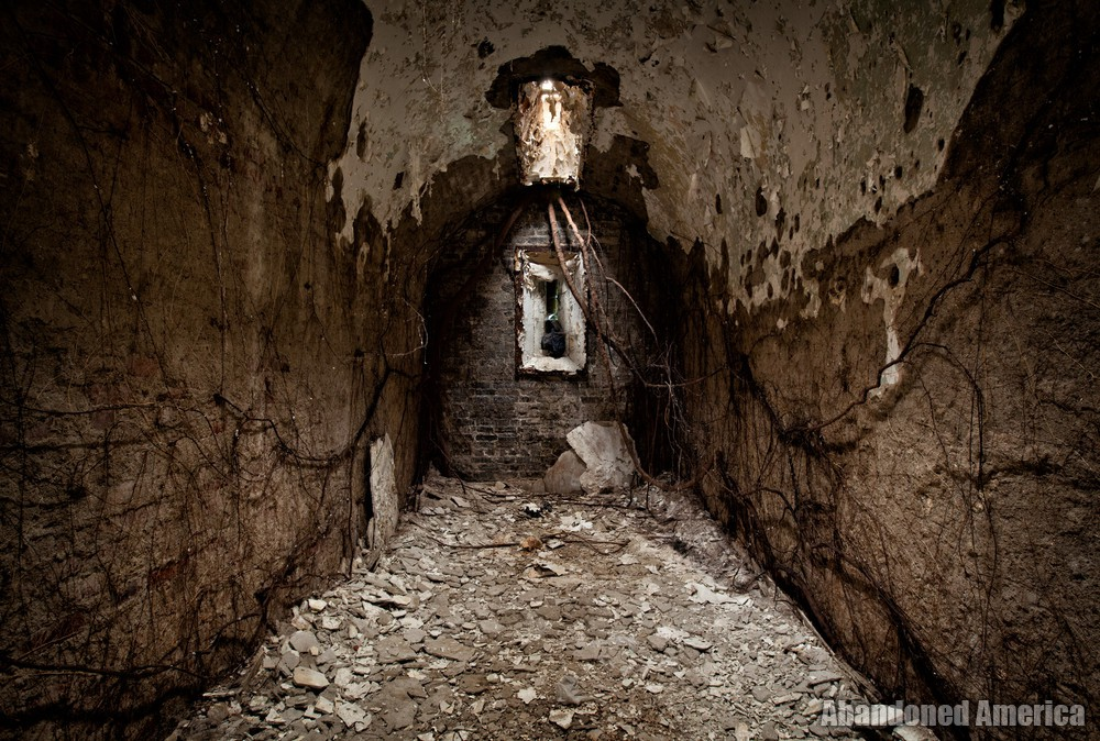 Brown cell, Holmesburg Prison, Philadelphia PA | Abandoned America by Matthew Christopher
