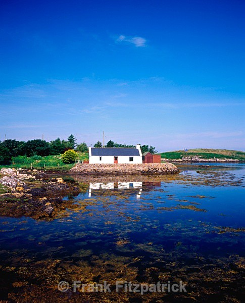 Crofters cottage, Loch Carnan, South Uist, Outer Hebrides. - Island of South Uist in the Outer Hebrides