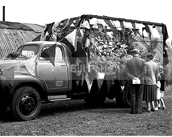 Gala Day Larkhall 1958 FloralLorry2 - Archive.