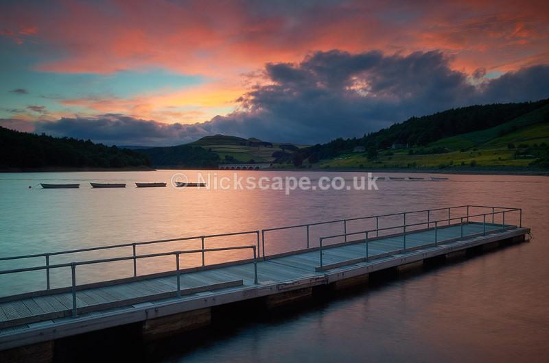 Sunset on the banks of Ladybower Reservoir in the Dark Peak   Peak District Landscape Photography
