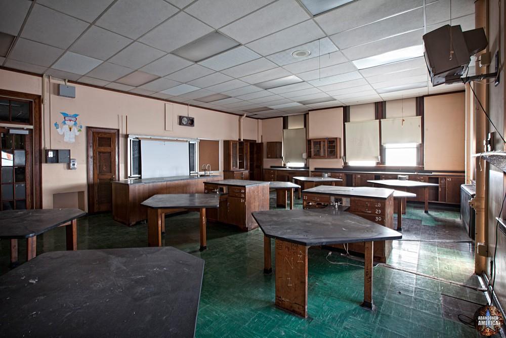 Bok Technical School (Philadelphia, PA) | Chemistry Classroom - Edward M. Bok Technical School