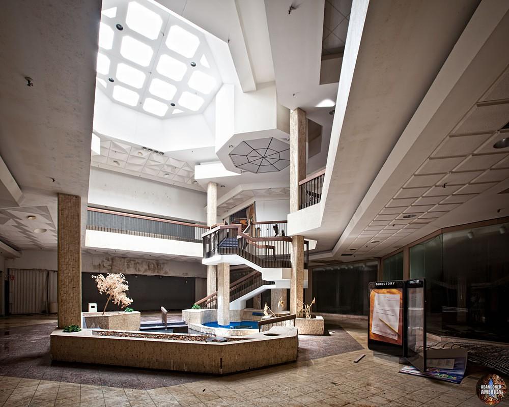 Randall Park Mall (North Randall, OH) | Futuristic Skylight - Randall Park Mall