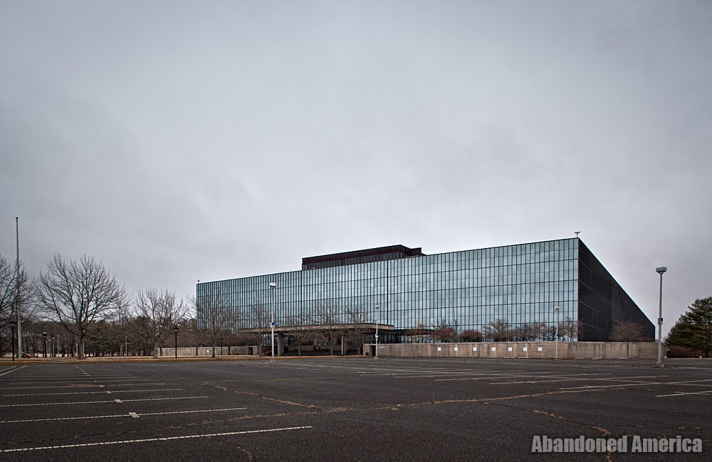 Bell Labs (Holmdel, NJ) | Biggest Mirror Ever - Bell Labs