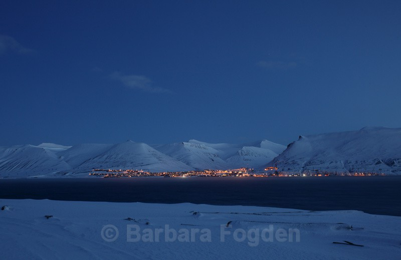 Longyearbyen in the blue light - The daylight returns